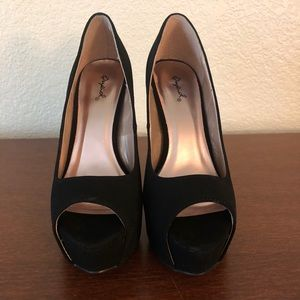 Qupid Black Peep Toe Heels